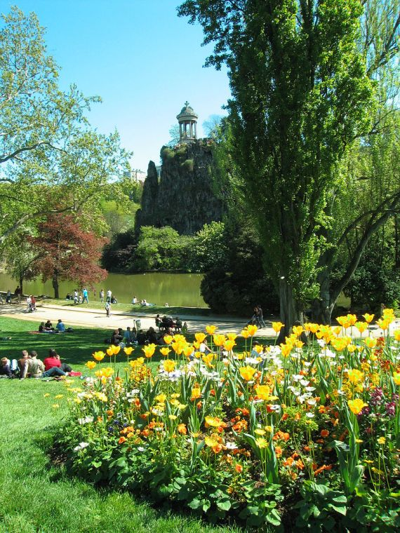 """070421 Parc des Buttes Chaumont 002"" by Jean-Louis Vandevivère - originally posted to Flickr as Parc des Buttes Chaumont. Licensed under CC BY-SA 2.0 via Commons - https://commons.wikimedia.org/wiki/File:070421_Parc_des_Buttes_Chaumont_002.jpg#/media/File:070421_Parc_des_Buttes_Chaumont_002.jpg"